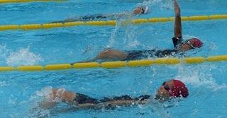 背泳ぎ2.jpg